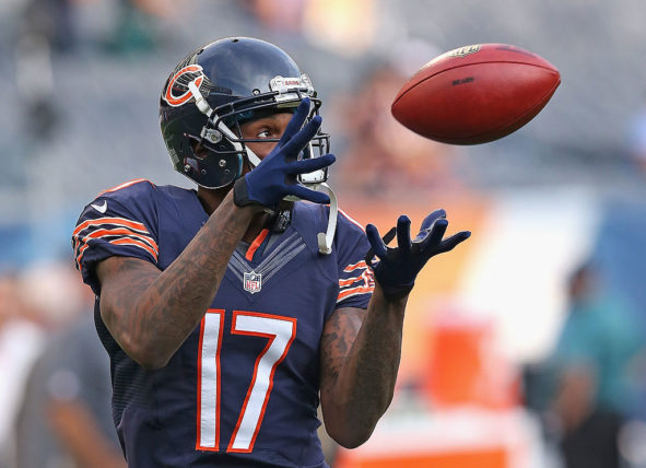 Alshon Jeffery gles nois. The Bears defeated the Eagles oto by Jonathan Daniel/Getty Images)